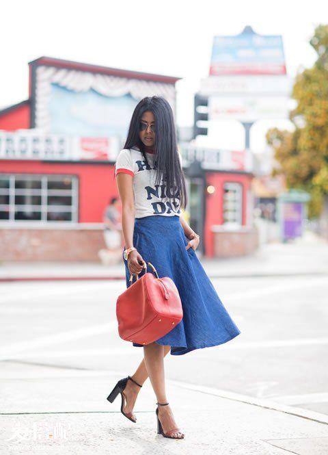 丹宁迷笛裙+标语T恤