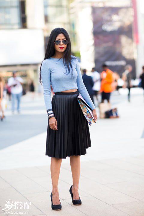黑色迷笛裙+浅蓝色T恤