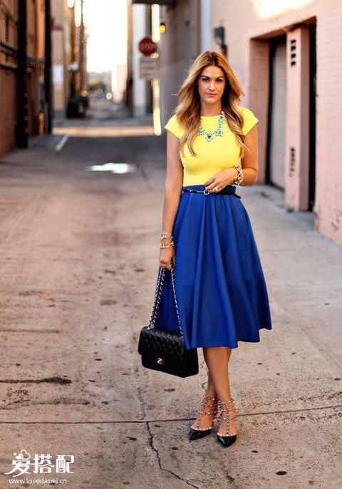 蓝色迷笛裙+黄色T恤