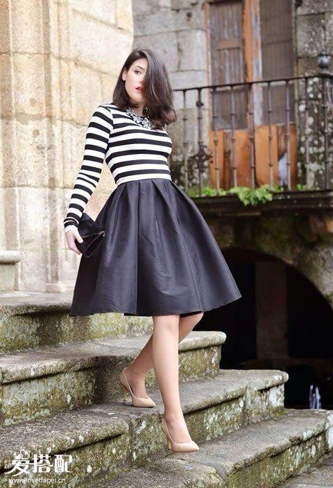 黑色迷笛裙+黑白条纹T恤